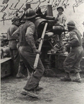 French crew loading US 155mm Gun, Italy, 1944